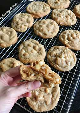 Macadamia And White Chocolate Chips Cookies