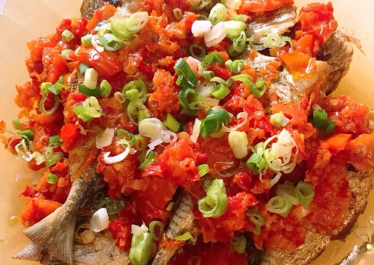 bahan dan cara membuat Ikan goreng rica-rica