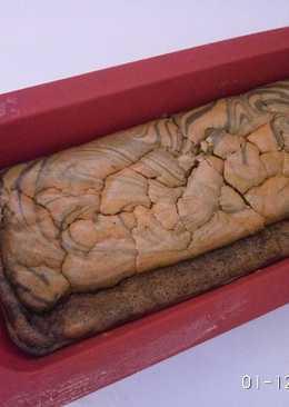 Flourless banana marmer cake
