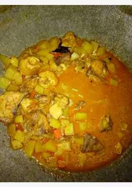 Kare ayam campur kentang wortel
