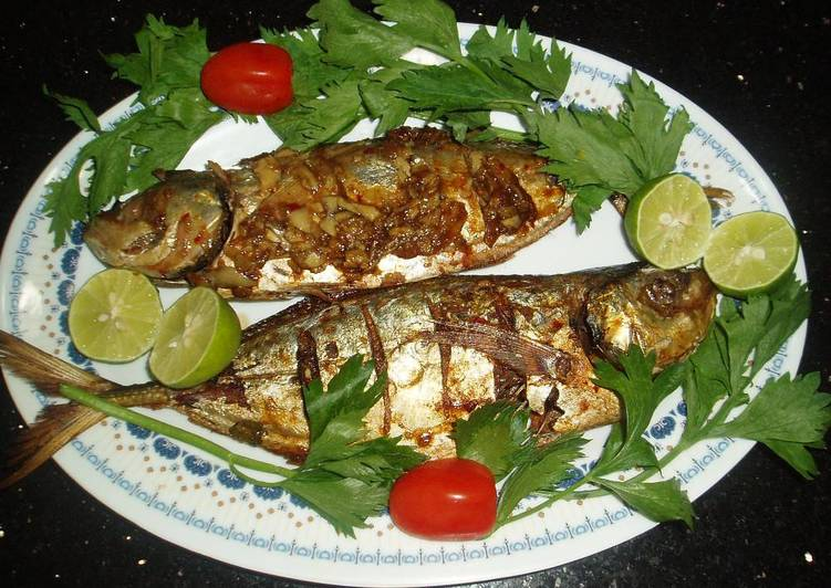 Baked Whole Fish In Garlic Chili Sauce