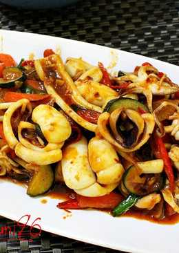 Ojingeo Bokkeum ( Stir-fried Squid )
