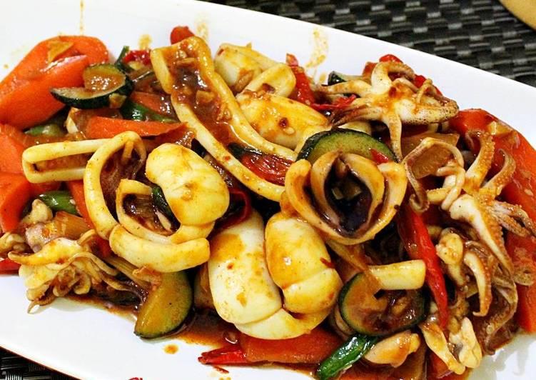 Ojingeo Bokkeum ( Stir-fried Squid )