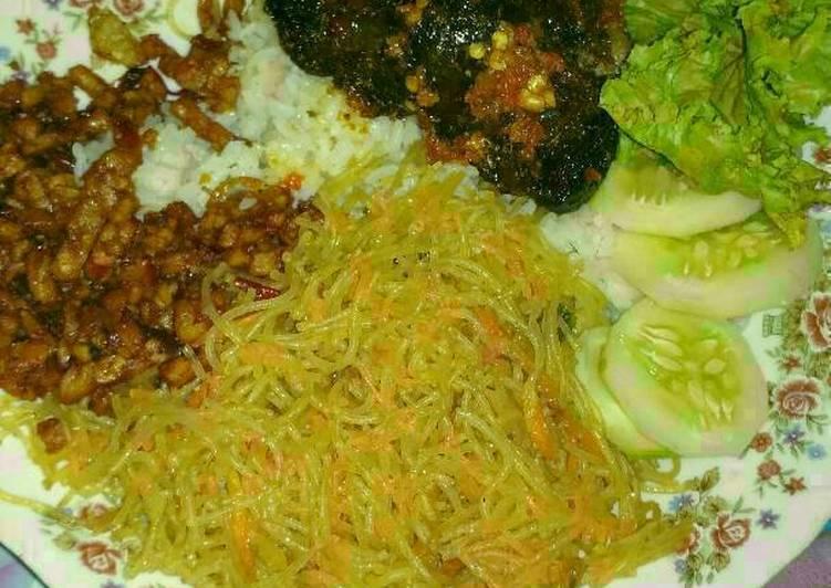 Nasi uduk tanpa aron