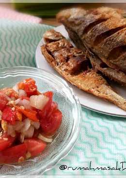 Ikan Goreng dan Sambal Dabu-dabu