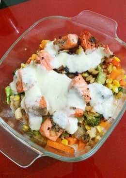 Steam Rice with Salmon, Mozarella and Mic Veggie