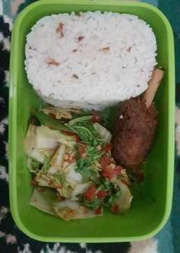 Garlic Rice with Shrimp ball and Fresh Kimchi