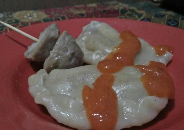 Gyoza (Pastel Kukus), rasa otak ikan dan isian bakso