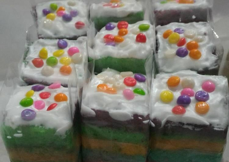 "Resep Rainbow Cake Kukus Istimewa: Resep Rainbow Cake Kukus Oleh Vindra ""LUWE'S"""