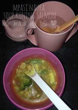 Soup kuning salmon fillet with brokoli and tofu olive oil