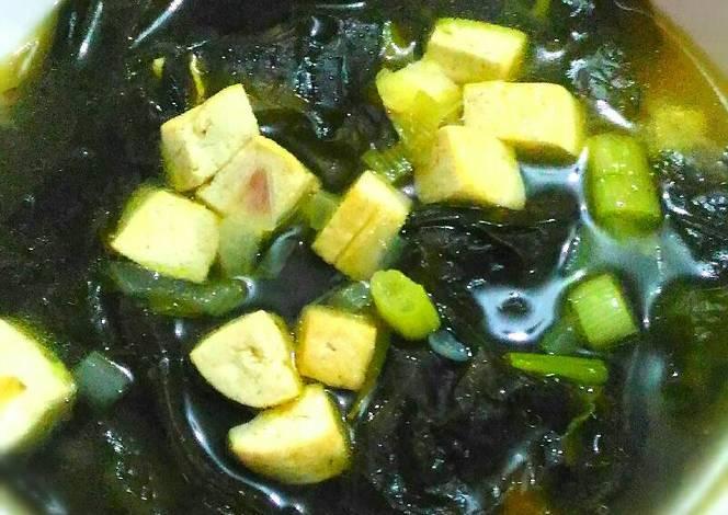 Cara Memasak Sup Rumput Laut Khas Korea