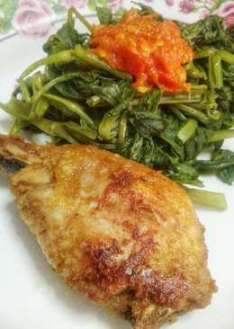 Ayam goreng bumbu with kangkung sambel tomat#keto