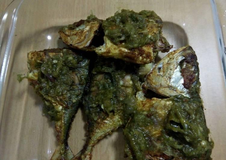 resep lengkap untuk Ikan kembung penyet cabe ijo