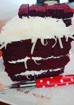 Simple & moist red velvet cake