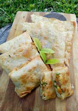 Martabak mini isi daging cincang dan sayur (kulit pangsit)