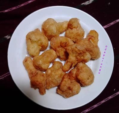 Ayam bohong (kembang kol balut telur)