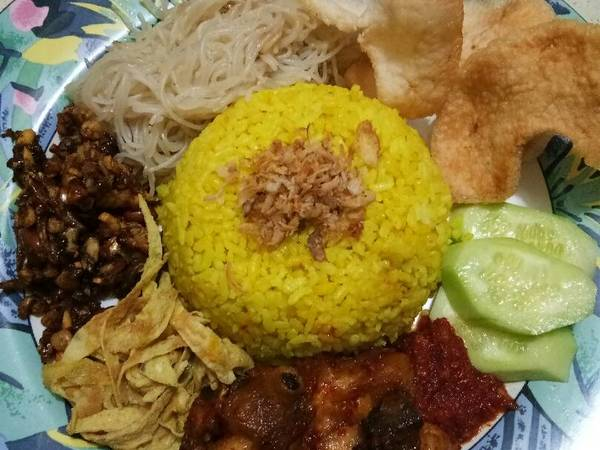 Nasi kuning sambel goreng tempe