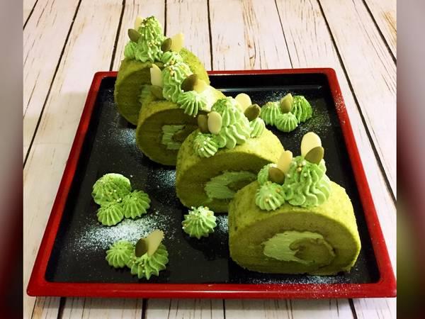 Matcha (green tea) Roll Cake