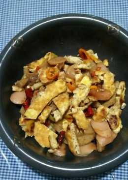 Telur, sosis, bakso pedas