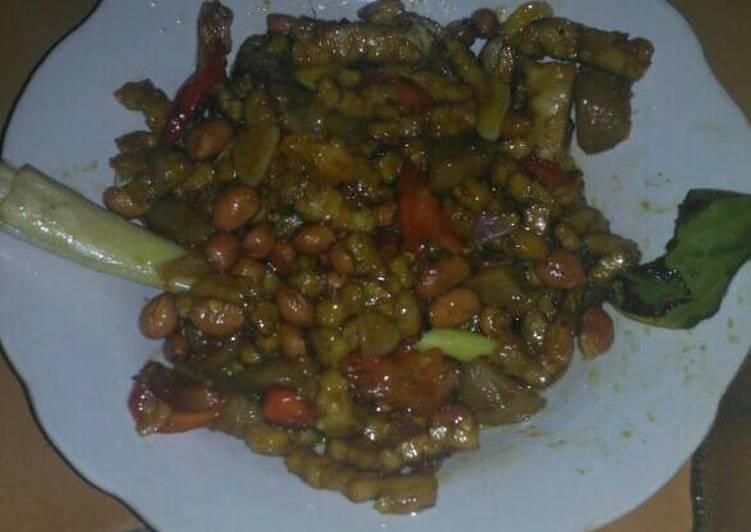Tempe orek kacang bakso