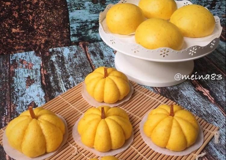 Bakpau Labu Kuning / Pumpkin steamed buns