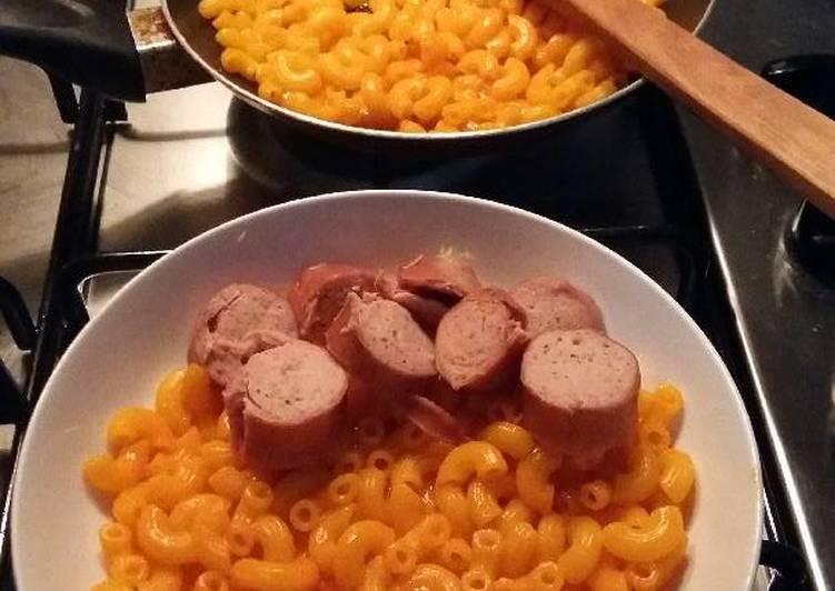Mac n chizz ( macaroni and cheese