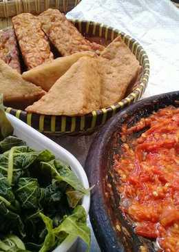 Cuma Tahu Tempe Goreng + Sambel Tomat🌶🍅 *menu fav suamii😗