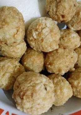 Bola bakso ayam goreng (fried chicken meatball)