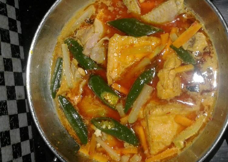 Resep Sayur tahu dan ayam bumbu kuning Oleh Sarwi Abr997