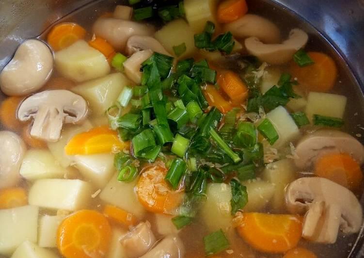 Sup wortel kentang dan jamur kancing