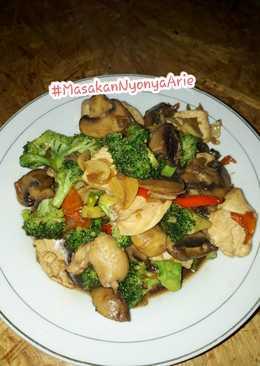 Tumis/Cah brokoli,jamur kancing dan ayam