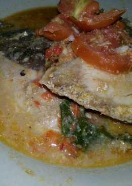 Ikan laut kuah merah