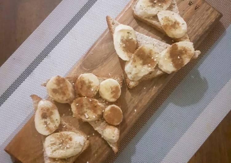 Cinnamon toast with banana