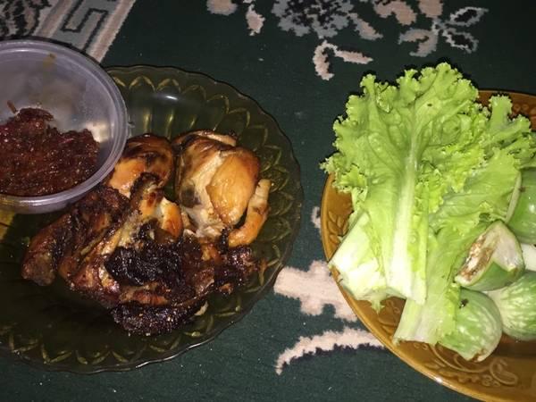 Ayam Goreng Bacem Jogja ala Mbok Sabar dan Sambal Terasi Goreng
