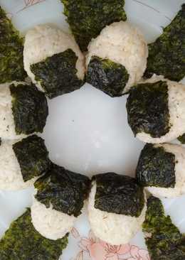 Nasi kepal ikan tuna (tuna onigiri)