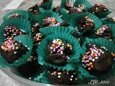 Kurma choco with rainbow sprinkles #BikinRamadanBerkesan