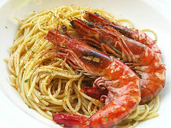 Spaghetti with garlic butter prawns (#pr_pasta)