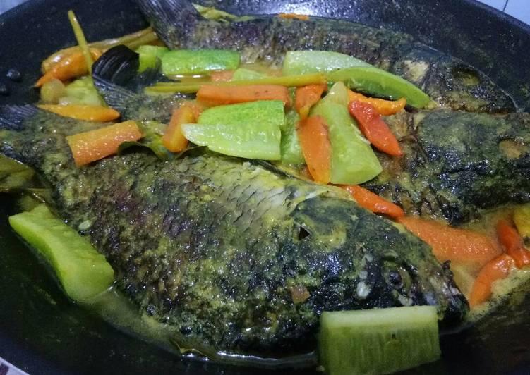 Resep Ikan Mas Bumbu Acar Karya Gita Smarayekti
