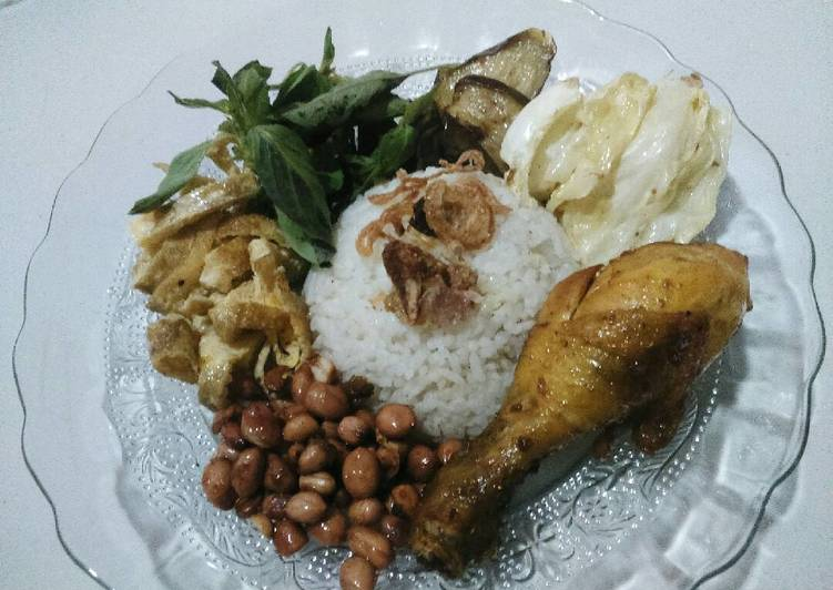 Resep Nasi uduk ricecooker lauk pecel lele an oleh Hasna