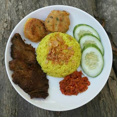 Nasi kuning rice cooker dan Empal Gepuk