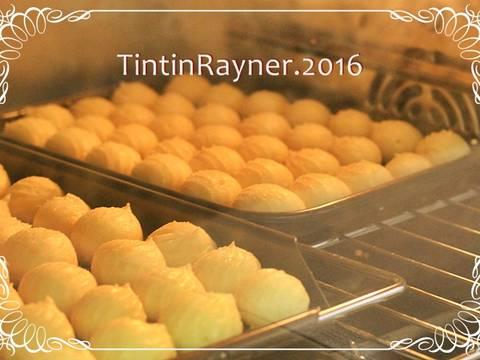 Panggang dalam suhu 200 derajat sekitar 20 menit,jangan buka oven selama proses in biar nda kempis