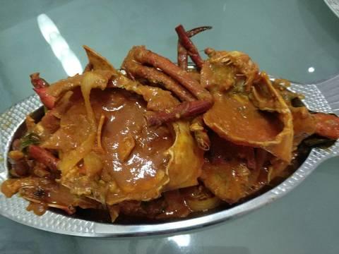 Masukkan kepiting aduk rata (masukkan telur aduk sampai mengental, sy skip telurnya..) Saatnya plating.. Taruh kepiting siram dng sausnya... Hmm mantapppp...😘😘 Enakkk pemirsahhh... Mirip resto seafood inii... 👍👍👍
