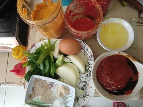 Kucuri kepiting dng air jeruk nipis.. Siapkan bahan dan bumbu halus. TiPS.. Ini masaknya cepat..👉 Jd bahan bumbu dan bumbu halus harus sdh ready pas masak ya...👍👍