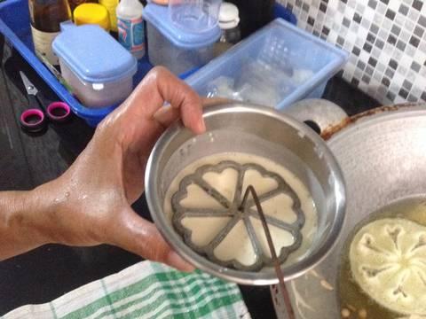 Kembang Goyang Wijen recipe step 3 photo