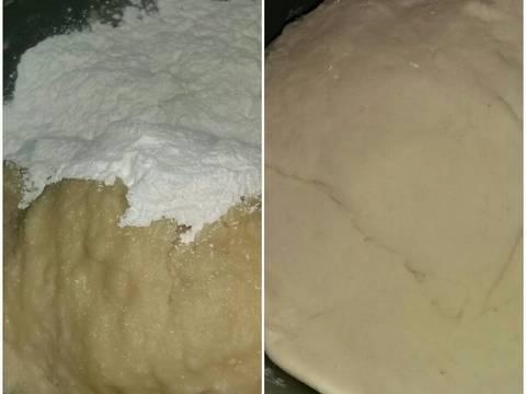 Tambahkan tepung sagu sedikit demi sedikit sambil diulen pake tangan hingga kalis (kalo aku 500gr tepung ngga kepake semua.masih nyisa dikit udah kalis)