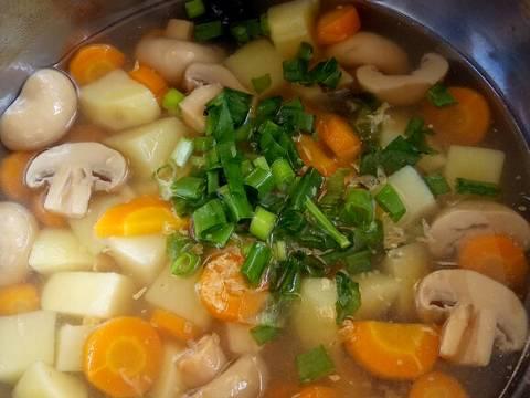 Hidang kan dengan taburan daun bawang dan bawang putih goreng