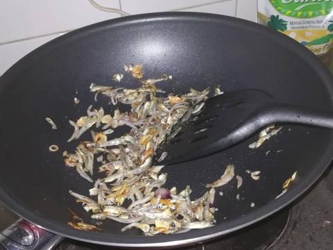 Nasi goreng teri kemangi