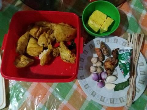 Resep Opor ayam bumbu kuning oleh Nandini Resep Opor ayam bumbu kuning Kiriman dari Nandini