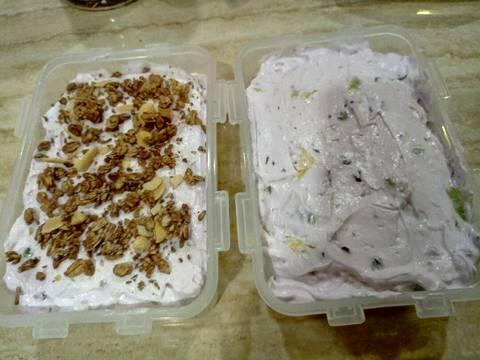 Blueberry ice cream + cincangan nanas kiwi n kismis