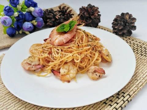Done,chesse spaghetti aglio olio with prawn ready to served